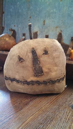 by needlinaround Easy Primitive Crafts, Primitive Autumn, Primitive Pumpkin, Primitive Christmas, Primitive Halloween Crafts, Primitive Decor, Halloween Doll, Vintage Halloween, Halloween Pumpkins