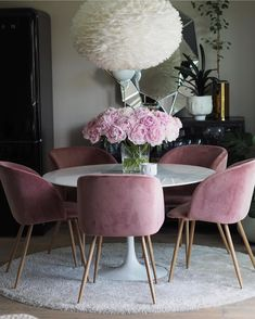 Why am I so obsessed • • This plush pink dining area is everything! So pop and soft, giving the place the perfect showcasing of posh living. In love! • • : stunning space @baremalin • • #eclectic #instadaily #interiordesign #instablog #blogger #diningroom #dinner #pink #posh #love #interior #interiorstyling #summer #style