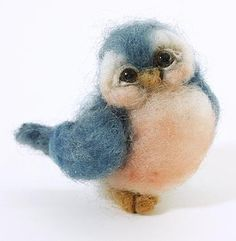 TWIST~ Different type of bird: Felted blue bird Wool Needle Felting, Needle Felting Tutorials, Needle Felted Animals, Wet Felting, Felt Animals, Wooly Bully, 3d Figures, Wool Felt, Felted Wool