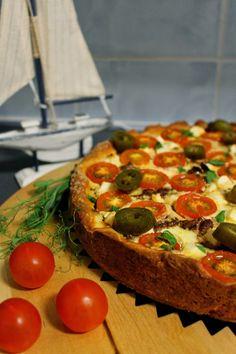 Iltapalaa, mutta ilman oliiveja, jotka tosin antaisivat kivasti näköä (ja luonnollisesti kuuluvatkin kreikkalaiseen ruokaan), mutta jätin... Finnish Recipes, Savory Snacks, Sweet And Salty, Vegetable Pizza, Tart, Sandwiches, Food And Drink, Pie, Menu