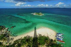 Lighthouses & WindmillsLengkuas by Jokoleo Belitung, Joko, Aurora, Golf Courses, Places To Go, Waves, Explore, Lighthouses, Nature