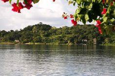 O último Estado Maia os maias A cidade de Tayasal foi o último reino Maia, e acabou apenas em 1697, quando padres espanhóis entraram em contato com o rei Maia e dominaram a população do local.