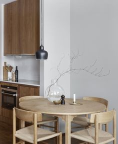 Quirky Kitchen Decor Stylish apartment in wood and grey - via Coco Lapine Design.Quirky Kitchen Decor Stylish apartment in wood and grey - via Coco Lapine Design Home Interior, Decor Interior Design, Kitchen Interior, Kitchen Decor, Kitchen Modern, Quirky Kitchen, Interior Colors, Wooden Kitchen, Room Kitchen