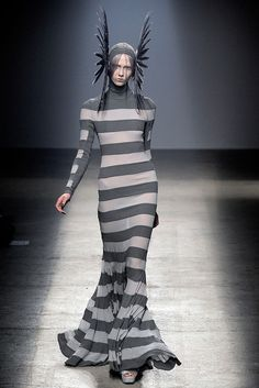 Gareth Pugh Spring 2010 Ready-to-Wear - Collection - Gallery - Style.com