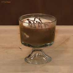 Chocolate Trifle with Brulee Marshmallows by Michael Symon (oh my) ingredients 10 Graham Crackers 1 cup Marshmallows 2 cups Prepared Brownies (cut into chunks) 1 cup Prepared Chocolate Pudding 1 cup Whipped Cream cup Roasted Salted Peanuts (crushed) Layered Desserts, Sweet Desserts, Just Desserts, Delicious Desserts, Dessert Recipes, Dessert Ideas, Chocolate Trifle, Chocolate Pudding, Chocolate Desserts