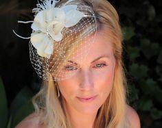 Accessoires pour cheveux bridal Lela, fleur de cheveux mariée, voile Floral Fascinator avec voile de fard à joues de cage à oiseaux de mariage
