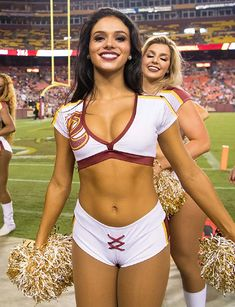 Redskins Cheerleaders, Hottest Nfl Cheerleaders, College Cheerleading, Cheerleading Pictures, Ice Girls, Women Volleyball, Stylish Girl Images, Washington Redskins, Sexy Shorts