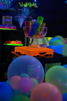 Neon Birthday, Birthday Party For Teens, 22nd Birthday, Glow Party, Disco Party, Neon Party Decorations, Birthday Decorations, Party Themes, Glow Sticks In Pool