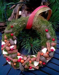 Tischkranz-Tuerkranz-Weihnachtsfloristik-Advent-Deko  http://traumstuecke.net/
