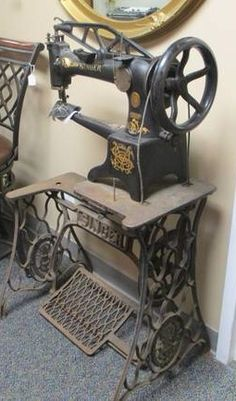 Beautiful vintage Singer Industrial with Treadle