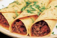 Hovězí burritos, plus ryze, cheddar, fazole, koriandr, fajitas koreni...zakysana smetana a guacamole Fajitas, Burritos, Cheddar, Guacamole, Tacos, Drink, Ethnic Recipes, Food, Breakfast Burritos