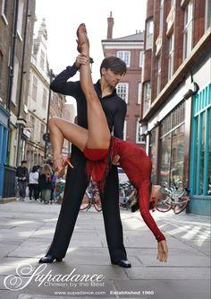 @London 🇬🇧 #dnaballroom #ballroom #dance #danceandmovement #dancewear #dancelife #aesthetic #art #denysdrozdyuk #antoninaskobina #dancephotography #beauty #fashion #london Ballroom Dance, Dance Photography, Dance Wear, Dna, Champion, Capri Pants, United States, London, Beauty