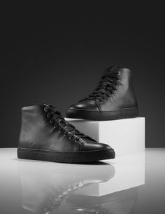 Yngve hi-top sneakers-Men's hi-top luxe sneaker in calf leather. Leather Interior, Cotton Lace, Black Rubber, Calf Leather, Calves, Men's Shoes, High Top Sneakers, Wax, Baby Cows