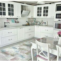 navigate between photos of real home cooking. Kitchen plans for the kitchen decoration, kitchen cabinet styles and colors, layout, ceramics, explore visual for choice between counters and stalls. Kitchen Cabinets Models, Dark Kitchen Cabinets, Kitchen Models, Kitchen Interior, New Kitchen, Kitchen Decor, Kitchen Art, Küchen Design, House Design