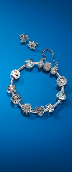 Look like an ice queen with PANDORA´s Frozen-inspired charms from the PANDORA x Disney Collection.