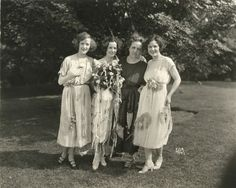 New bride Natalie Talmadge married Silver Screen legend Buster Keaton in Here she is photographed with her movie star sisters Constance and Norma and their mother. She Movie, Elegant Bride, Silent Film, Fashion History, Classic Hollywood, American Actress, Movie Stars, Norma Talmadge, Celebs