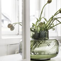 Marimekko's Urna is a beautiful, cylinder-shaped vase designed by Carina Seth-Andersson. Due to its generous size and lightweight appearance, the Urna vase is ideal for large displays and flower arrangements. Flower Vase Design, Flower Vases, Flower Arrangements, Vase Vert, Design Apartment, Ideas Hogar, Flower Ornaments, Window Design, Green Plants
