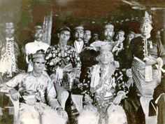 Malay Royalty Royal House, Southeast Asia, Fashion Details, Old Photos, Royals, Queens, Asian, Traditional, History