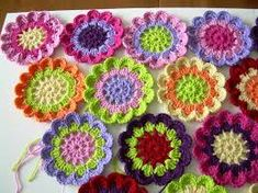 35 Crochet flowers – easy and bright colored crochet flowers Crochet Flower Hat, Crochet Flower Tutorial, Flower Applique, Bead Crochet, Crochet Crafts, Crochet Projects, Free Crochet, Crochet Earrings, Simple Crochet