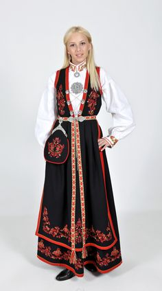 FolkCostume&Embroidery: Costume and 'Rosemaling' Embroidery of West Telemark, Norway Norway Clothes, Authentic Costumes, Norwegian Wedding, Historical Clothing, Historical Dress, Folk Costume, Ethnic Fashion, Traditional Outfits, Daily Fashion