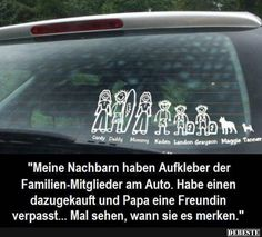 Meine Nachbarn haben Aufkleber der Familien-Mitglieder am Auto..
