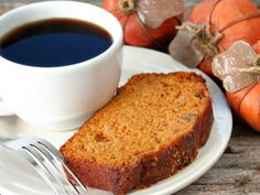 Perfect with a cup of coffee or tea, this easy Pumpkin Spice Bread is a yummy quick bread to enjoy all through the holidays. This recipe can easily be doubled or tripled and baked in muffin pans Pumpkin Recipes, Fall Recipes, Pumpkin Dishes, Pumpkin Spice Bread, Vegan Pumpkin, Pumpkin Puree, Low Calorie Lunches, Tasty Dishes, Avocado