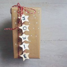 12 DIY Handmade Tutorials for a Thrifty Christmas // Diy Presents, Diy Gifts, Handmade Gifts, Diy Christmas Gifts, Handmade Christmas, Christmas Decorations, Diy Wrapping Paper, Gift Wrapping, Creative Skills