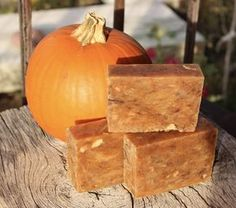 Oh, this soap smells SO good! Spicy, warm, with a touch of citrus...Perfect to make for Fall!