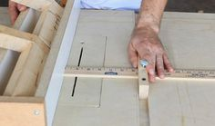 DIY Rip Fence Alignment Jig This is a perfect idea Woodworking Table Plans, Popular Woodworking, Woodworking Shop, Woodworking Projects, Table Saw Fence, Diy Table Saw, Kreg Jig Projects, Diy Wood Projects, Wood Jig