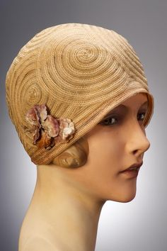 Swirl pattern c. 1920s Hungarian cloche hate. #vintage #1920s #hats