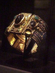 Bracelet from the Olbia Treasure Hellenistic Greek late century BCE Gold Garnet Amethyst Chrysoprase, glass, enamel Renaissance Jewelry, Medieval Jewelry, Ancient Jewelry, Viking Jewelry, Antique Bracelets, Antique Jewelry, Vintage Jewelry, Roman Jewelry, Greek Jewelry