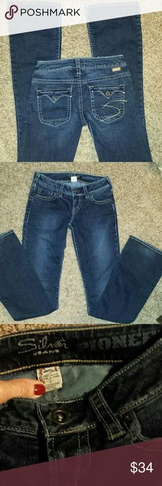 "Silver jeans Dark wash boot cut. Great condition!  Inseam 32"" Silver Jeans Jeans Boot Cut"