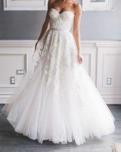 REEM ACRA HEAVENLY LACE STUNNING WEDDING DRESS SIZE 0