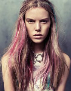 loving this, just a few little streaks of pastel colour, looks fantastic! must try this on my hair!