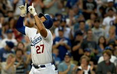 Los Angeles Dodgers defeat the Chicago Cubs 5-2 in 12 innings