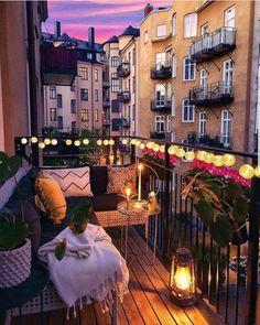 Variety of balcony design Vielzahl von Balkon-Design Small Balcony Design, Small Balcony Decor, Tiny Balcony, Balcony Garden, Apartment Balcony Decorating, Apartment Balconies, City Apartment Decor, Casa Hipster, Balcony Lighting