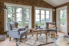 Inspirasjon til hytta! Log Cabin Living, Cottage Living Rooms, Cottage Interiors, Tiny House Cabin, Cabin Homes, Log Homes, Cabin Design, House Design, Modern Rustic Homes