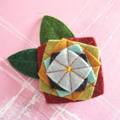Pretty idea for fabric flowers Miles of Squares Felt Pin by pinksparrow on Etsy Fabric Brooch, Felt Brooch, Felt Fabric, Felt Diy, Felt Crafts, Fabric Crafts, Textile Jewelry, Fabric Jewelry, Jewellery