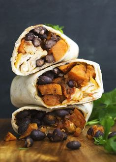 Sweet Potato and Black Bean Breakfast Burritos Breakfast can be tricky when you can't eat eggs, meat, or cheese. These vegan sweet potato and black bean breakfast burritos are an easy solution. Low Carb Vegan Breakfast, Vegetarian Breakfast, Vegan Breakfast Recipes, Brunch Recipes, Breakfast Ideas, Eat Breakfast, Beans For Breakfast, Vegetarian Meals, Sweet Potato Breakfast
