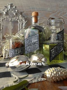 Lakbear has shared 1 photo with you! Diy Recycle, Recycling, Punch Out, Christmas Wishes, Vodka Bottle, Calendar, Table Decorations, Crafts, Home Decor