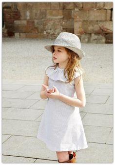 #sombrero #hat #chapeau #vestido #niña #estilo #elegante #dress #girl #style #elegant #robe #fille #élégant #mode #fashion #Little #fashionista #kids #Street #style #cool #look #formal #wear
