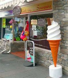 when I grow up I would a line of these ice-cream cones in my garden Giant Ice Cream, Ice Cream Sign, Juice Bar Interior, Boutique Patisserie, Ice Cream Business, Ice Cream Decorations, Container Bar, Storefront Signs, Gelato Shop
