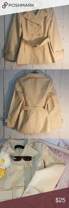 """Trench Coat This is a beautiful trench coat. The tags are in Chinese? so I dont the specific size, sm-med. 18"""" armpit to armpit, 26""""long 14"""" across upperback. Sleeves 22""""long. Fully lined. EUC. Jackets & Coats Trench Coats"""