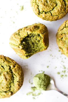 Avocado Matcha Muffins - by Feasting on Fruit Matcha Dessert, Paleo Dessert, Dessert Recipes, Matcha Cookies, Matcha Cupcakes, Vegan Cupcakes, Vegan Muffins, Savory Muffins, Healthy Muffins