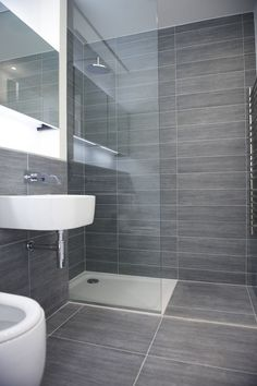 The Sleek and Stylish Wet Rooms for a Trendy Look! Bathroom Design Layout, Best Bathroom Designs, Modern Bathroom Design, Bathroom Interior Design, Kitchen Interior, Wet Room Shower, Shower Pan, Toilet Design, Small Bathroom