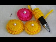 Hand Embroidery: Making Buttons with Wool – hand embroidery Hand Embroidery Flowers, Hand Embroidery Tutorial, Hand Embroidery Patterns, Ribbon Embroidery, Embroidery Stitches, Easy Yarn Crafts, Yarn Crafts For Kids, Rakhi Making, Yarn Flowers