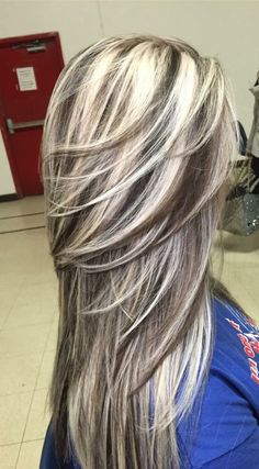 I love this type of hair color! This is exactly how I want my hair colored. Short hair gray n blonde Hair Color And Cut, Cool Hair Color, Gray Hair Highlights, Pinterest Hair, Great Hair, Hair Looks, Balayage Hair, Haircolor, Dyed Hair