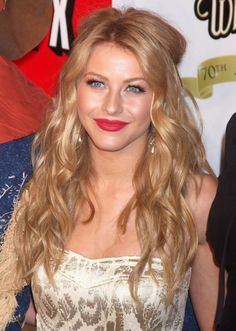 Julianne Hough at the 'Wizard of Oz' 70th anniversary screening and concert in 2009. http://beautyeditor.ca/2016/04/15/best-haircut-for-fine-frizzy-hair