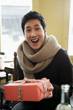 I don't know how Korean man could really fit with thick scarf. Korean Men, Korean Actors, Lee Sun Kyun, So Ji Sub, Kdrama, Scarf Wrap, Style Inspiration, Celebrities, Crochet