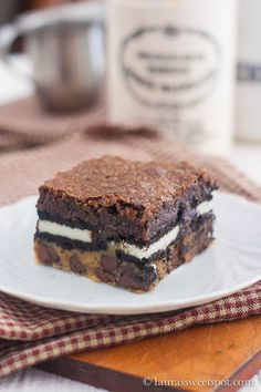Slutty brownies--gotta make these for the church dessert contest! With a name like slutty brownies, how can they lose? Just Desserts, Delicious Desserts, Dessert Recipes, Yummy Food, Cake Recipes, Think Food, Love Food, Yummy Treats, Sweet Treats